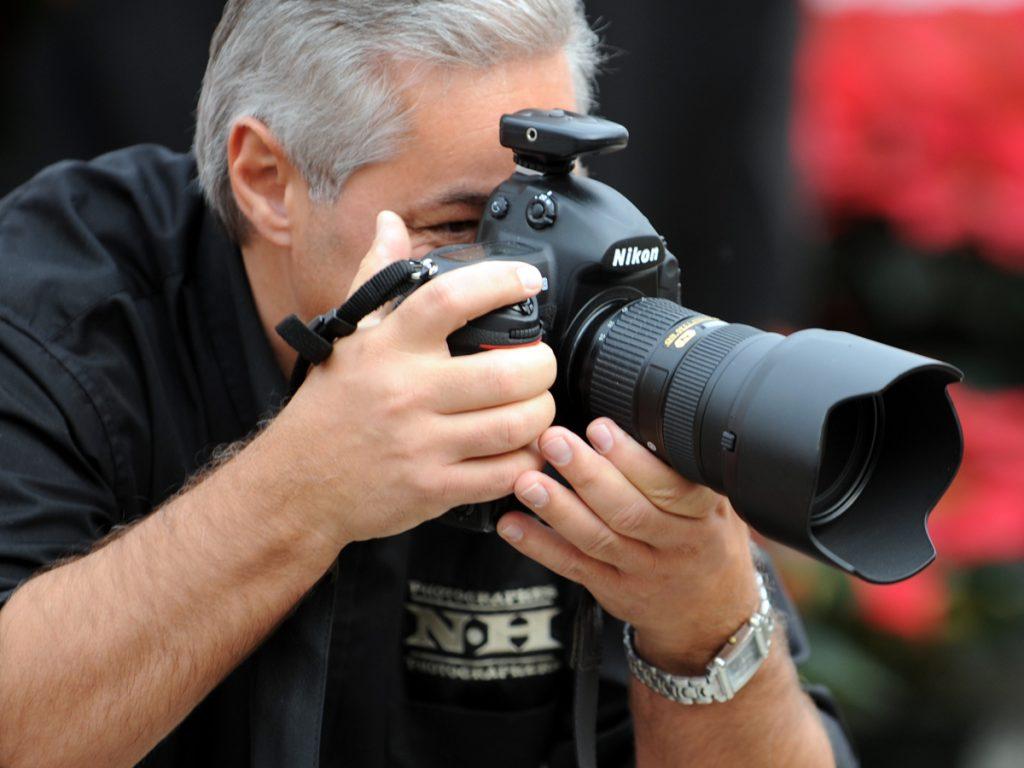 Normand Huberdeau prend une photo